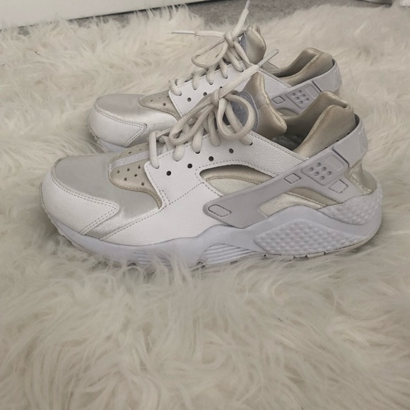buy popular 73335 9b703 Women's White Nike Huarache Size 7.5